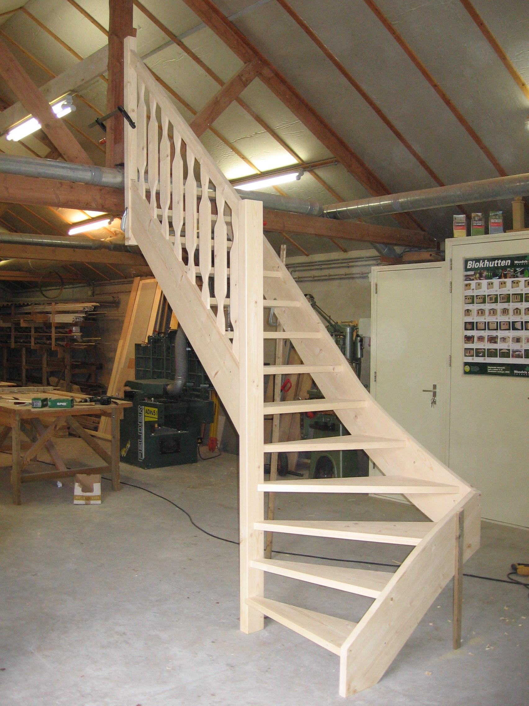 Kwart trap met bewerkte spijlen evert van den bor v o f for 2 kwart trap